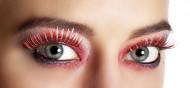 Røde og sølvfarvede falske øjenvipper