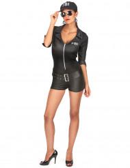 FBI-kostume kvinde