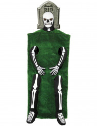 Kostume skelet med gravsten til voksne