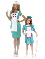 Par kostume sygeplejersker mor og datter