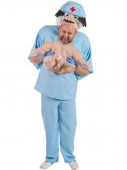 Sjovt kostume baby der bliver båret af en læge voksen