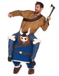 Kostume mand på ryggen af en viking