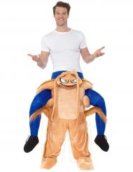 Kostume mand på ryggen af kakerlak til voksne
