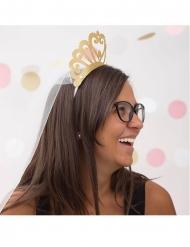Krone i karton med guldglimmer og slør