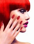 Falske røde negle med klister